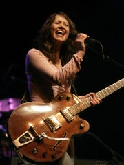 """Sarah Lee Guthrie performs at Arlo Guthrie's """"Ridin' on the City of New Orleans"""" trip to raise funds for victims of Hurricane Katrina, Monday, Dec. 5, 2005, at the Vic Theatre in Chicago."""