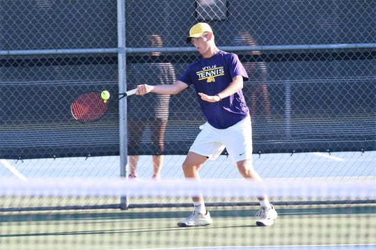 Wylie's Davyn Williford hits a shot during his boys singles match against Aledo on Monday, Sept. 24, 2018. Williford came back to win 4-6, 6-3, 11-9 as the Bulldogs won the match 12-7.