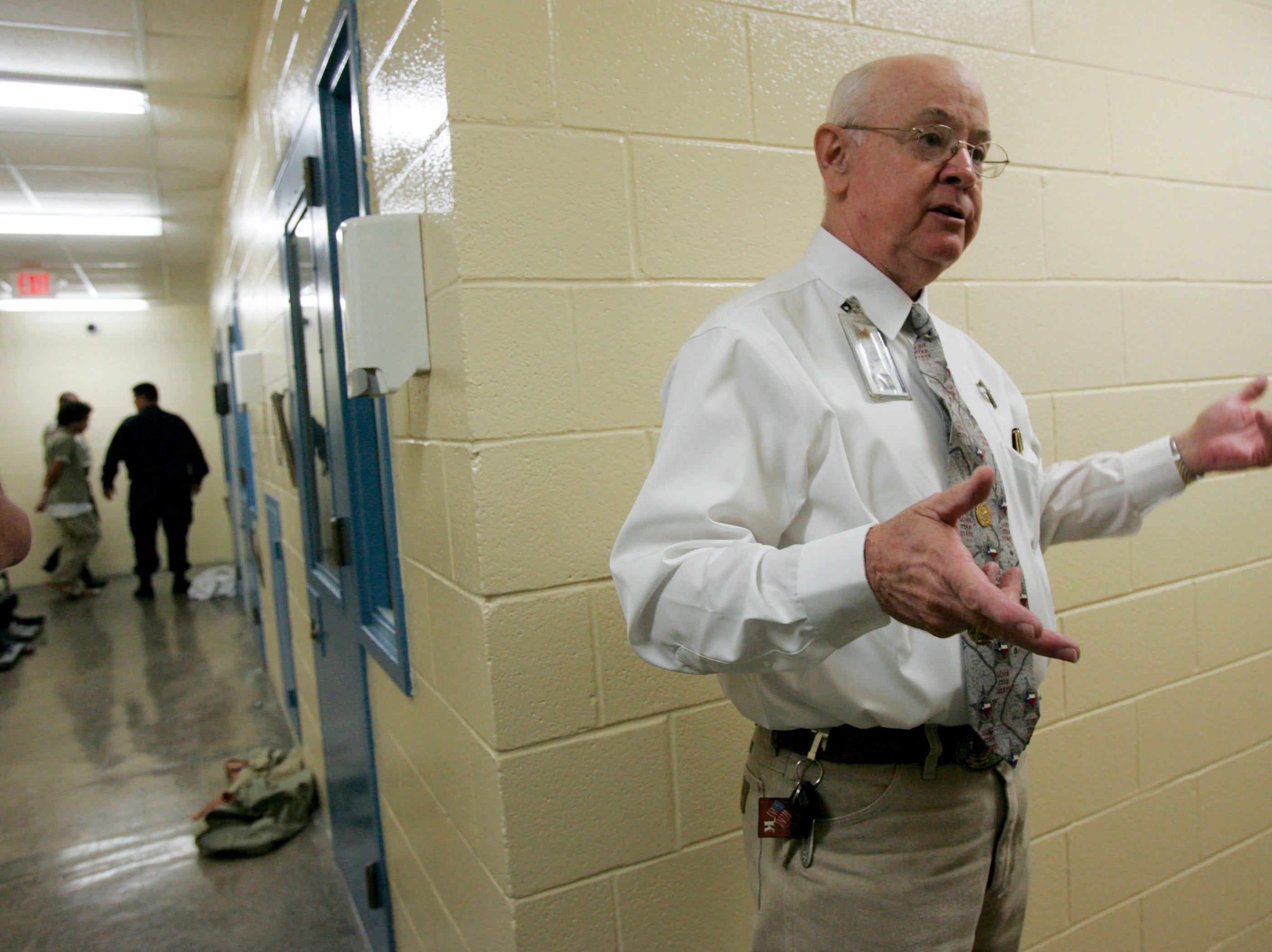 Sheriff Jim Kaelin gives a tour Thursday, Nov. 12, 2009 at the Nueces County Jail in Corpus Christi.