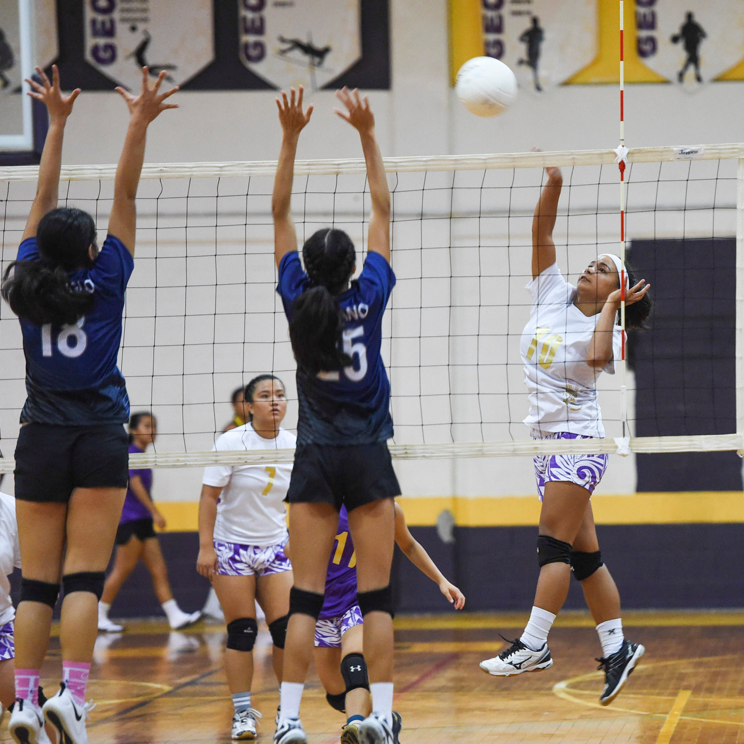 Academy beats GW in straight sets