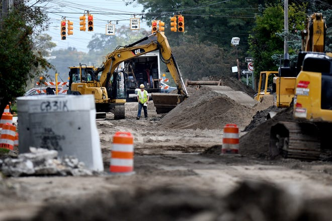 A construction crew works on Mt. Hope Avenue west of Martin Luther King Jr. Boulevard on Monday, Sept. 24, 2018, in Lansing.