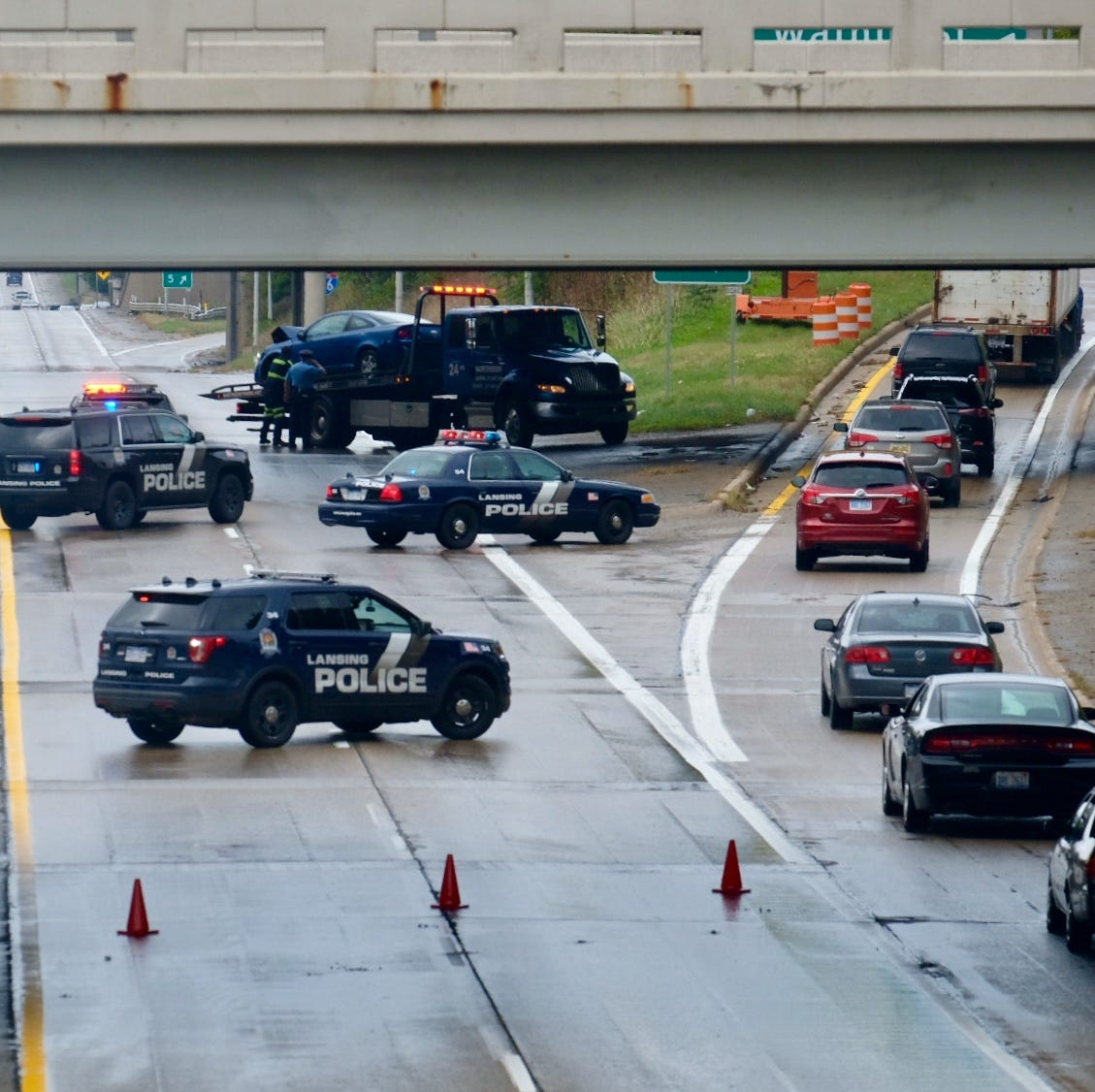All lanes of I-496 westbound close briefly near downtown due to crash