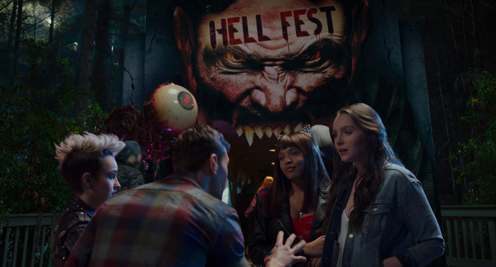 "A trip to a ""haunted"" theme park turns bloody in ""Hell Fest."""