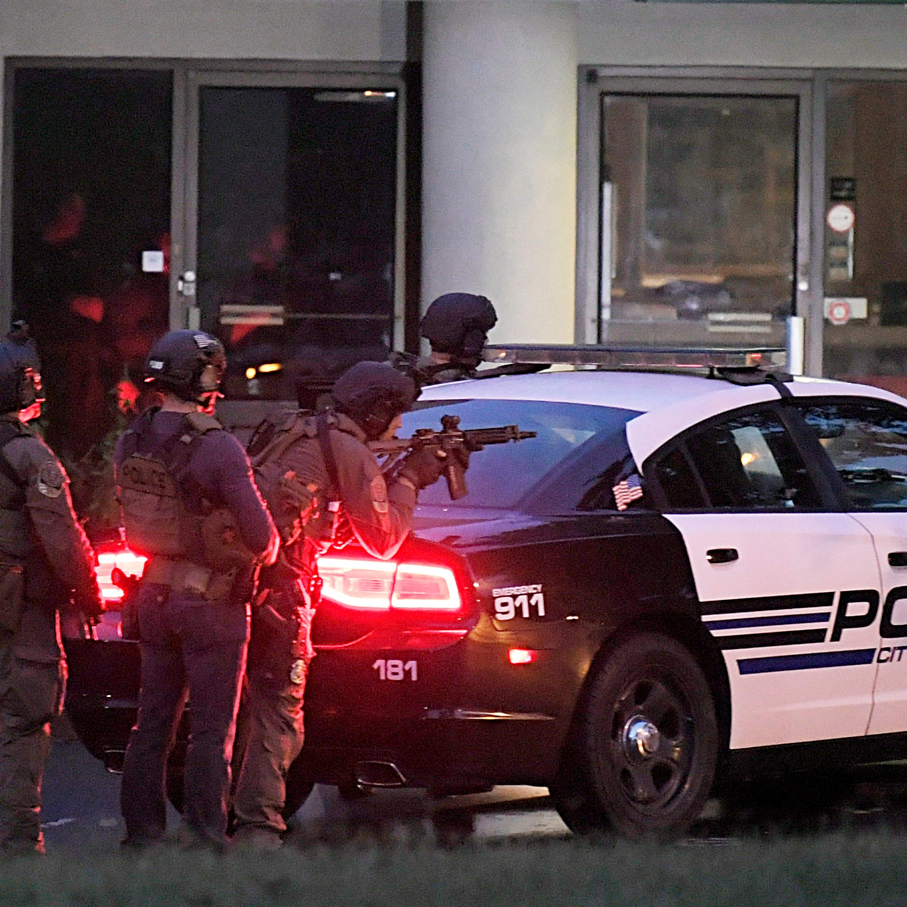 Police surround Franklin office building looking for homicide suspect, find it empty