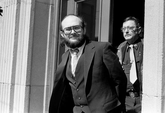 Edmund Zagorski leaves the Robertson County Courthouse in Springfield on Feb. 29, 1984.