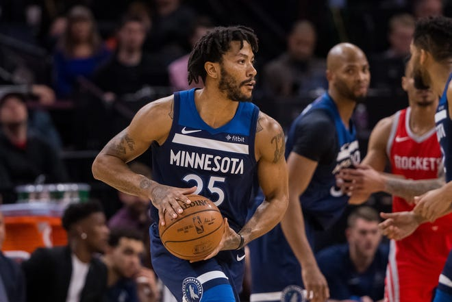 Timberwolves guard Derrick Rose looks to pass during the second quarter of a game against the Rockets.