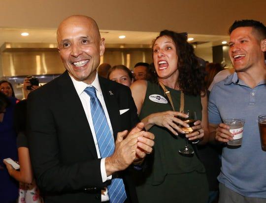 García derrotó al legislador estatal Steve Farley en las primarias para gobernador en las primarias demócratas en agosto de 2018