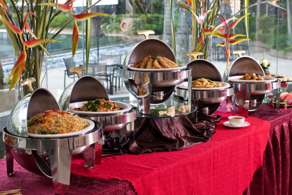 Theatre-Go-Round now offers a high-end buffet catered by chef Kevin Bennington and executive chef Marina Shemetova of Catering Revolution in Port St. Lucie.
