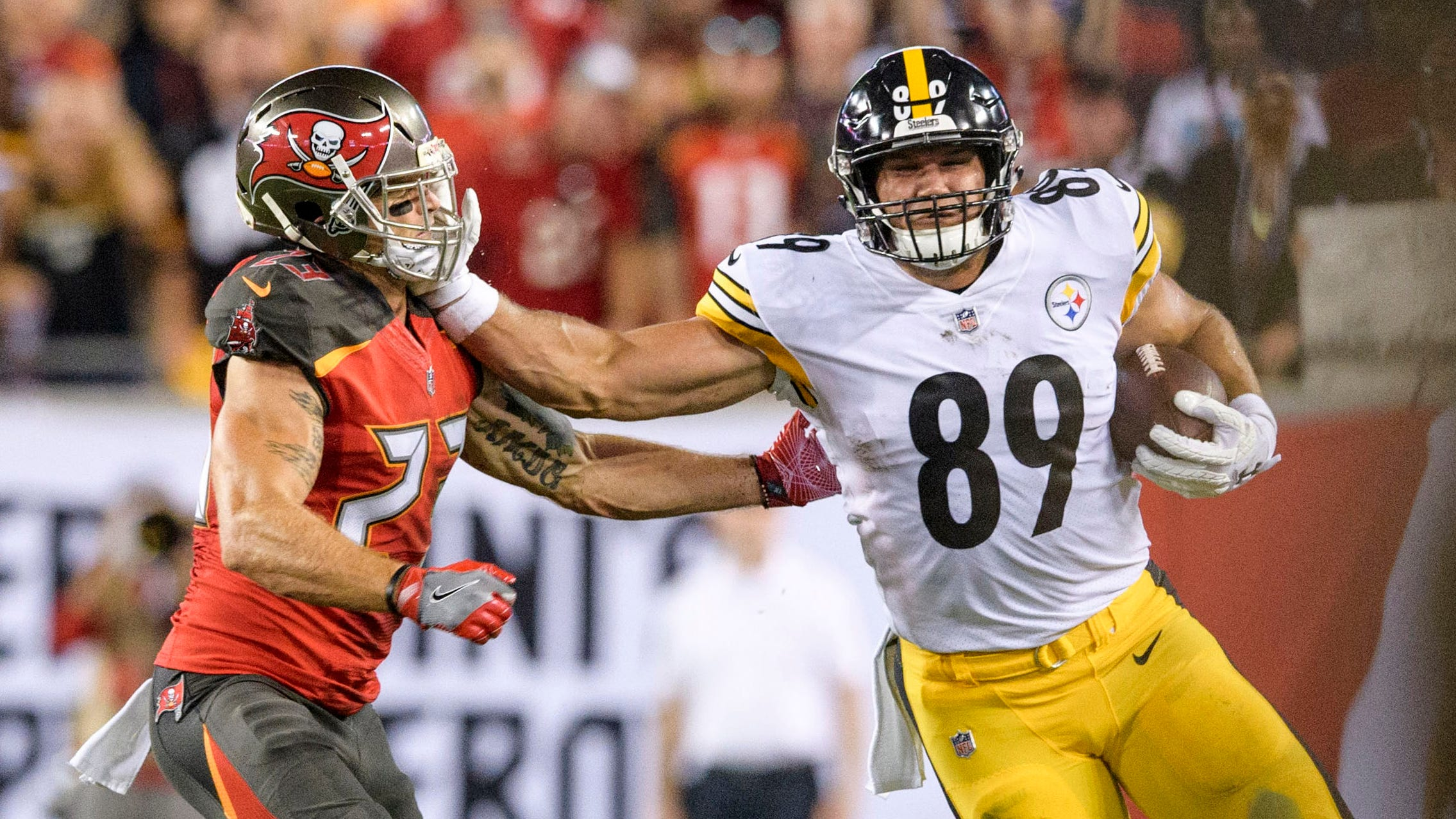 Buccaneers' Chris Conte ruled out with knee injury after being stiff-armed by Steelers' Vance McDonald