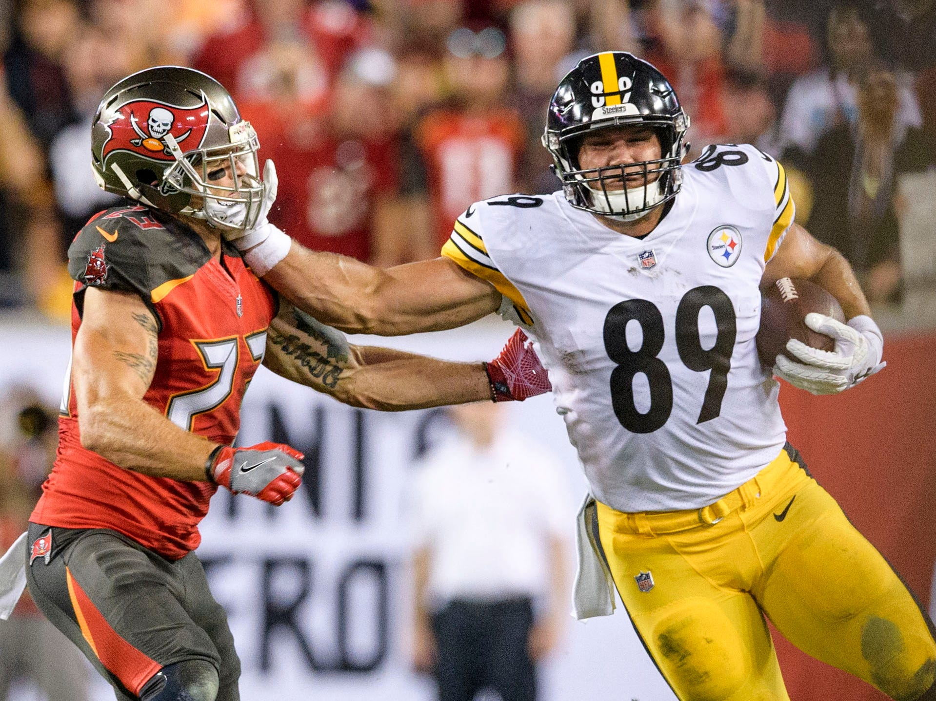Pittsburgh Steelers tight end Vance McDonald stiff arms Tampa Bay Buccaneers safety Chris Conte en route to a touchdown during the first half at Raymond James Stadium.