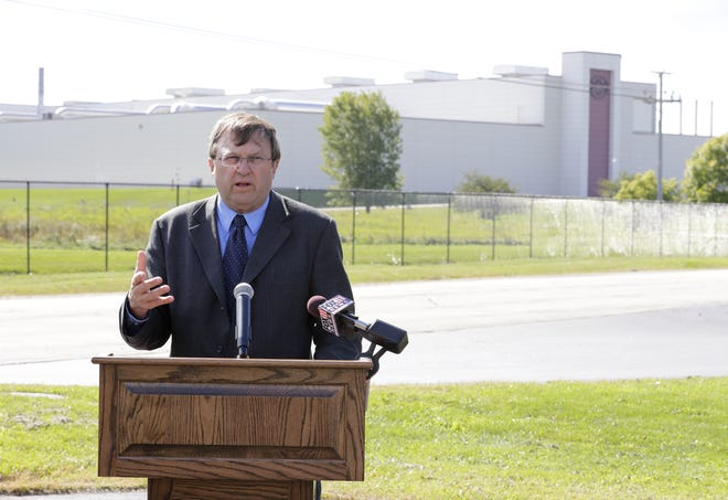 Neenah Mayor Dean Kaufert asks Kimberly-Clark Corp. to rethink its self-imposed deadline for deciding on the closure of the company's Cold Spring plant in Fox Crossing. The plant is shown in the background.