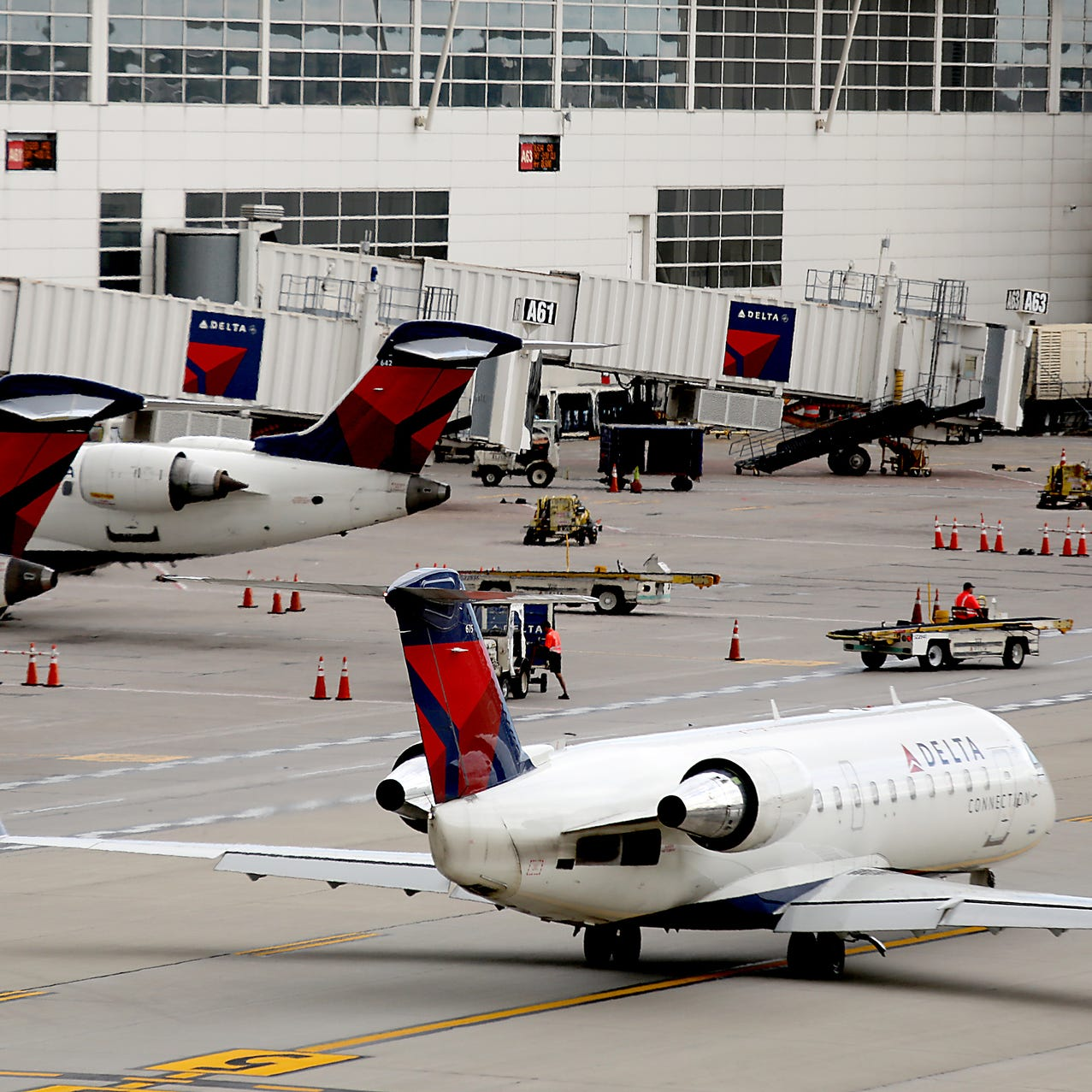 Delta will soon offer free in-flight Wi-Fi to all passengers