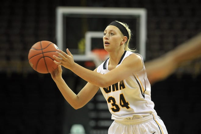 Former Iowa forward Carly Mohns will play for the University of Wisconsin-Green Bay this season.
