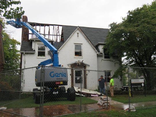 Demolition begins Wednesday, Sept. 26, 2018, on the former Briscoe-Neyland home at 2111 Terrace Ave. on the University of Tennessee campus.