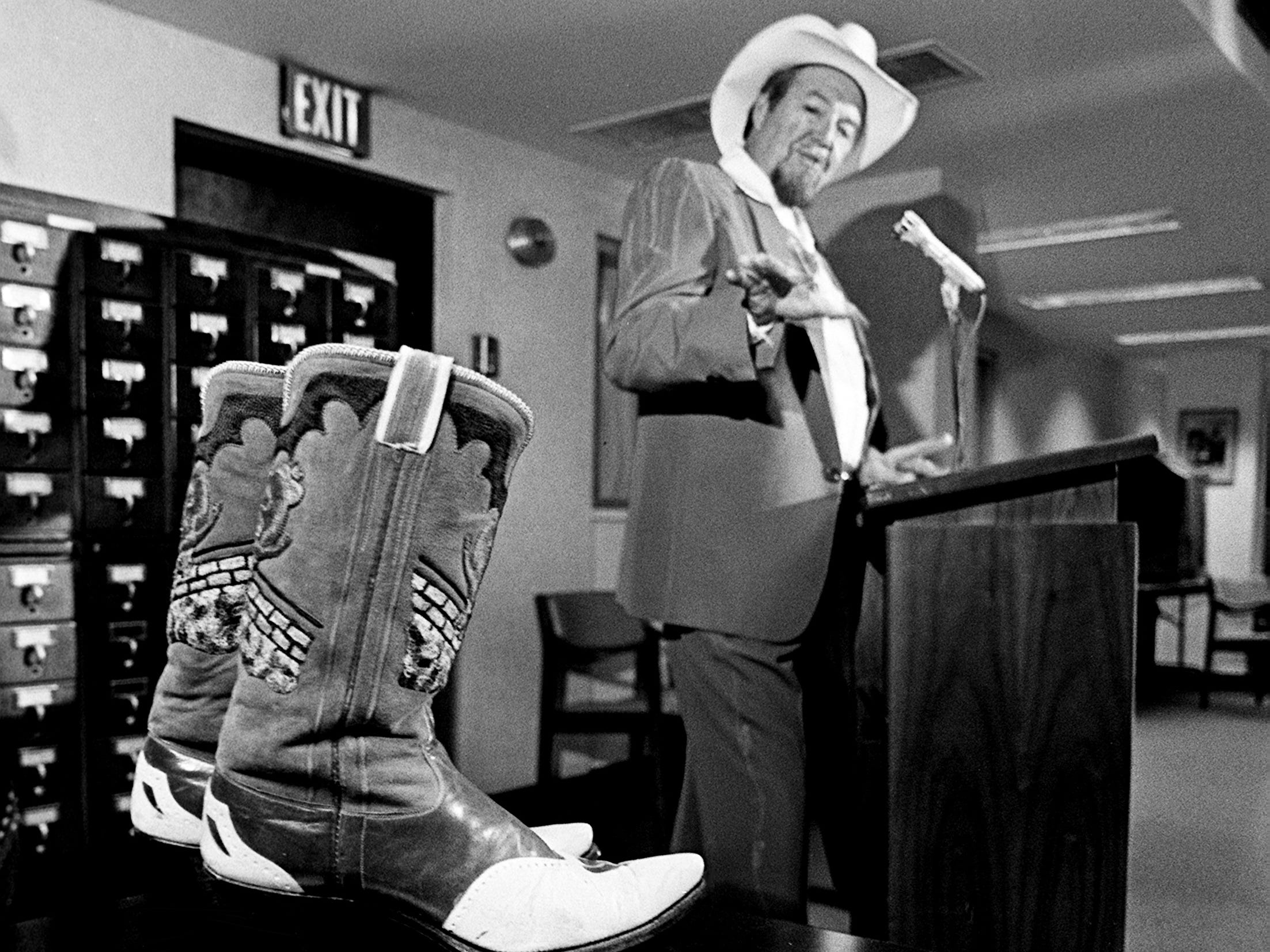 Country music star Hank Thompson, next to some of the items from his long career, speaks during a news conference Sept. 20, 1988. He is giving the items to the Country Music Hall of Fame and Museum.