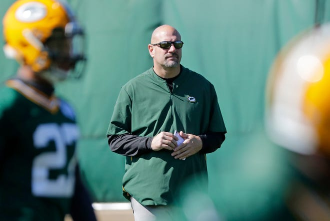 Green Bay Packers defensive coordinator Mike Pettine watches during practice at Clarke Hinkle Field on Wednesday, September 26, 2018 in Ashwaubenon, Wis.