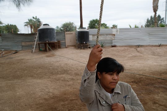 Yojana Núñez Ramírez vive con su esposo y con Fernanda, su pequeña niña de 2 años, en una pequeña granja ubicada a lado de la fábrica Industrias Zahori en Mexicali.