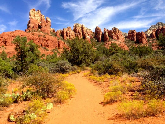 Margs Draw in Sedona begins close to town but quickly disappears into Munds Mountain Wilderness.