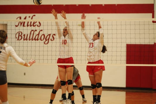 Miles volleyball season ends in five-set heartbreaker to Sanford-Fritch