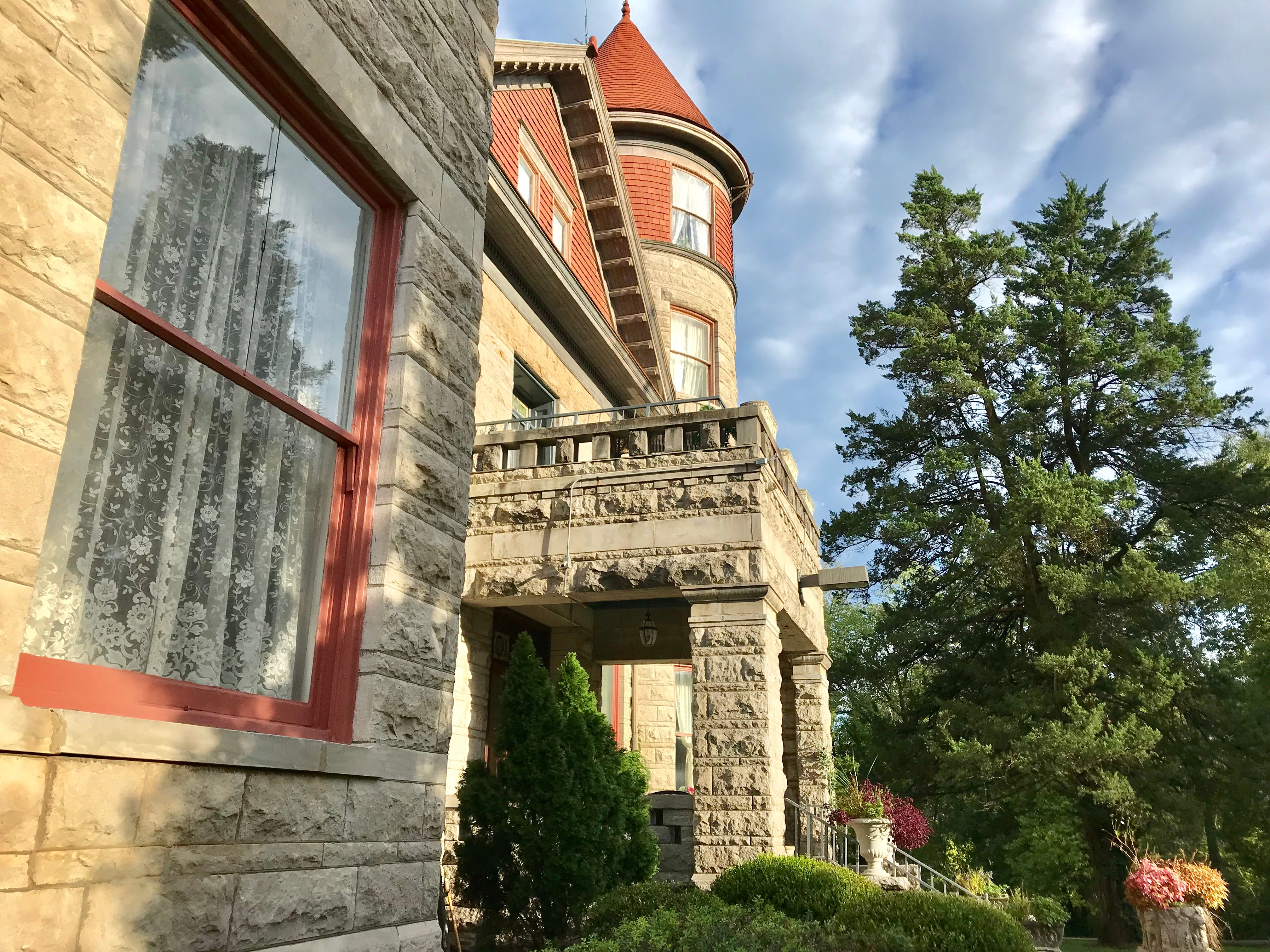 John O'Day hired 50 stone masons and brought them to Springfield from Germany to build a 27,000-square-foot mansion, which now operates as a bed and breakfast.  Construction took two years and was finished in 1892.