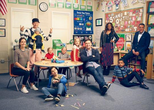 "ABC's ""Single Parents"" debuts Wednesday at 9:30 EDT/PDT. (From left: Leighton Meester, Jake Choi, Mia Allan,  Tyler Wladis, Marlow Barkley, Taran Killam, Kimrie Lewis, Devin Trey Campbell and Brad Garrett)"