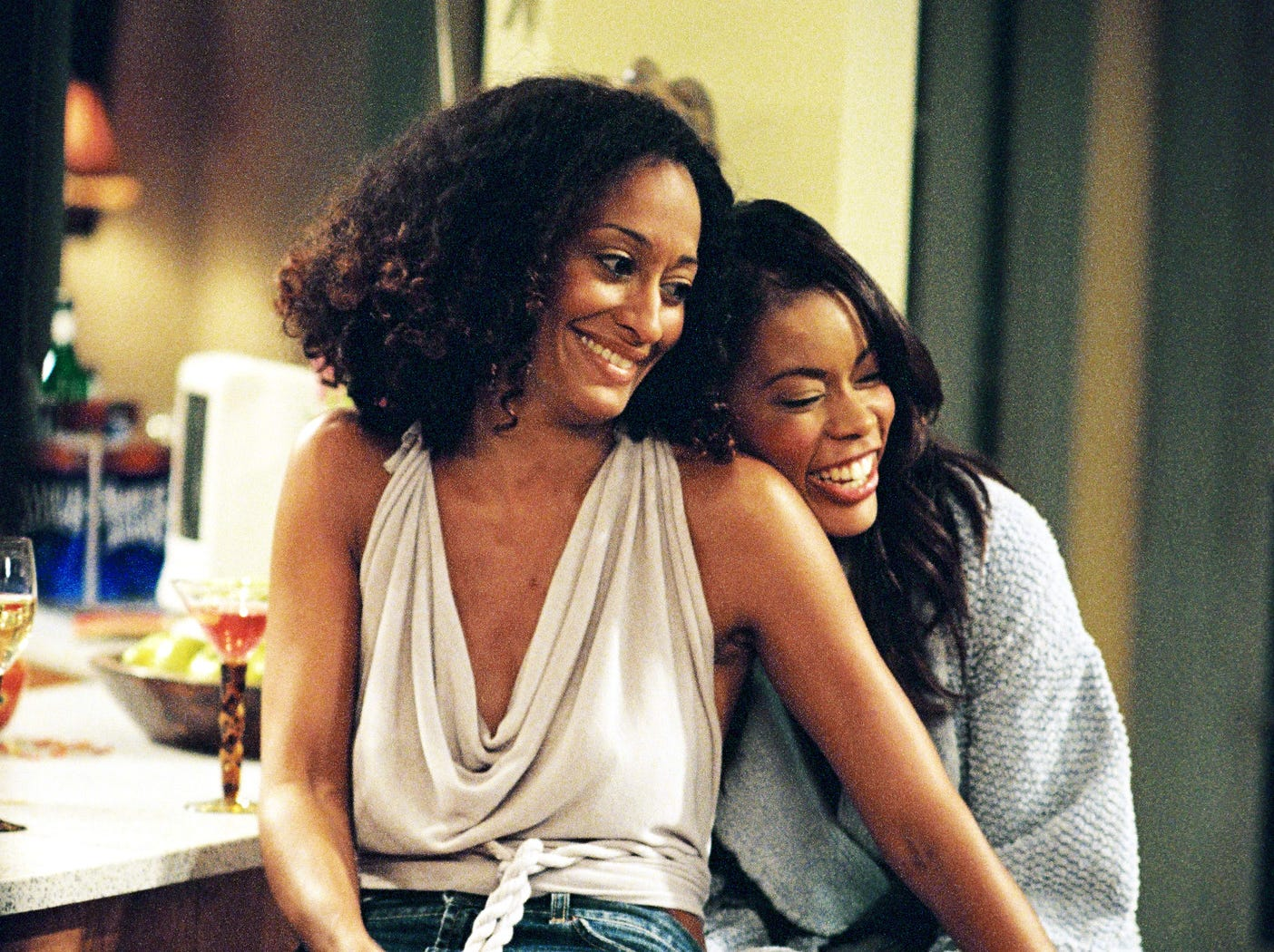 Tracee Ellis Ross (left) and Golden Brooks in GIRLFRIENDS on UPN.   --- DATE TAKEN: 2002  By Ron Tom   Paramount Pictures        HO      - handout ORG XMIT: PX81698