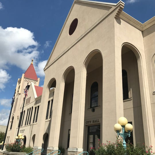 The entire roof on Anderson City Hall needs to be replaced, according to an architectural firm that met with city officials Thursday.