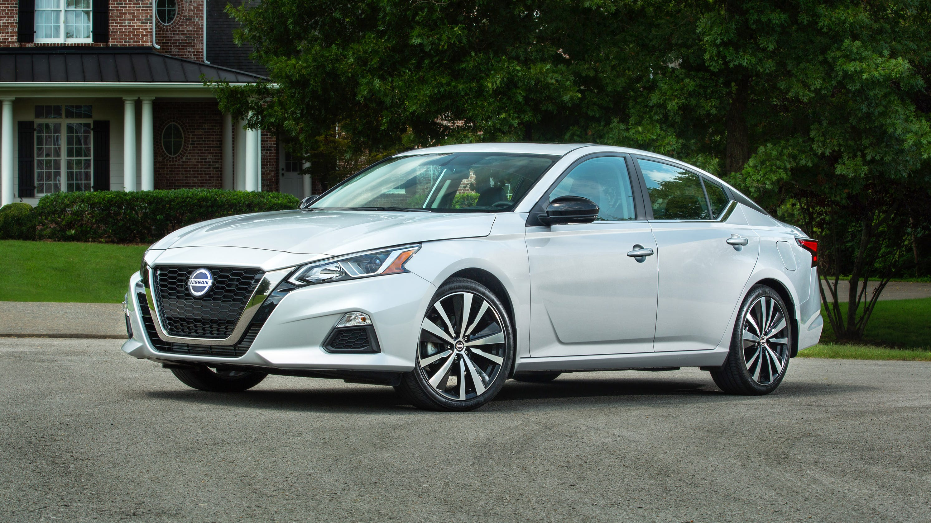 First Drive: $22,855 2019 Nissan Altima midsize sedan fun ...