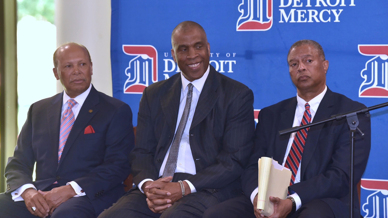 Detroit Mercy's Mike Davis finalizes staff, 13-man ...