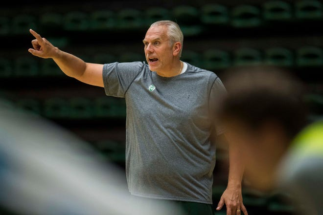 Colorado State University assistant coach Dave Thorson talks to players during CSU's first practice of the 2018-2019 season on Thursday, Sept. 27, 2018, at Moby Arena in Fort Collins, Colo.