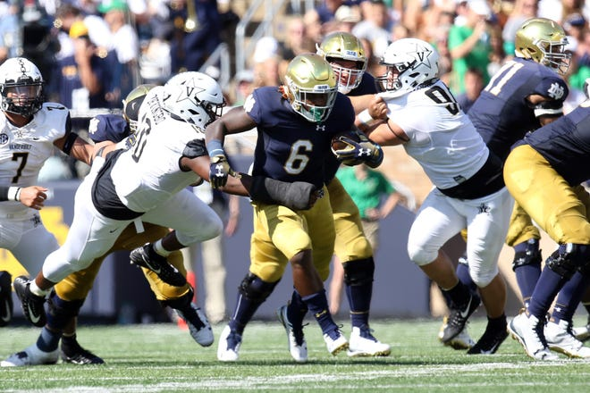 Notre Dame running back Tony Jones Jr. (6) has rushed for 263 yards and three scores this season.