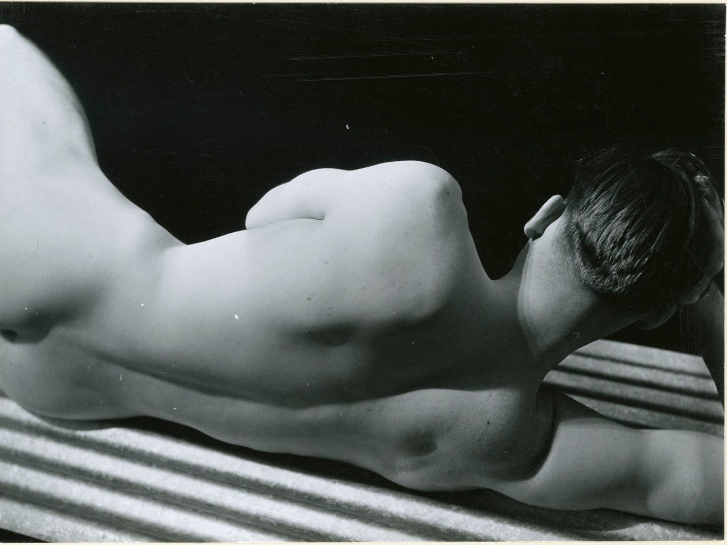 "George Platt Lynes (American, 1907–1955), Name Withheld, 1930, gelatin silver print, 6-1/4 × 4-1/2 in.  ""Sensual / Sexual / Social:  The Photography of George Platt Lynes"" exhibit will be at Newfields, Sept. 30, 2018 through Feb. 24, 2019.  Photo is from the Collections of the Kinsey Institute, Indiana University.  © Estate of George Platt Lynes."