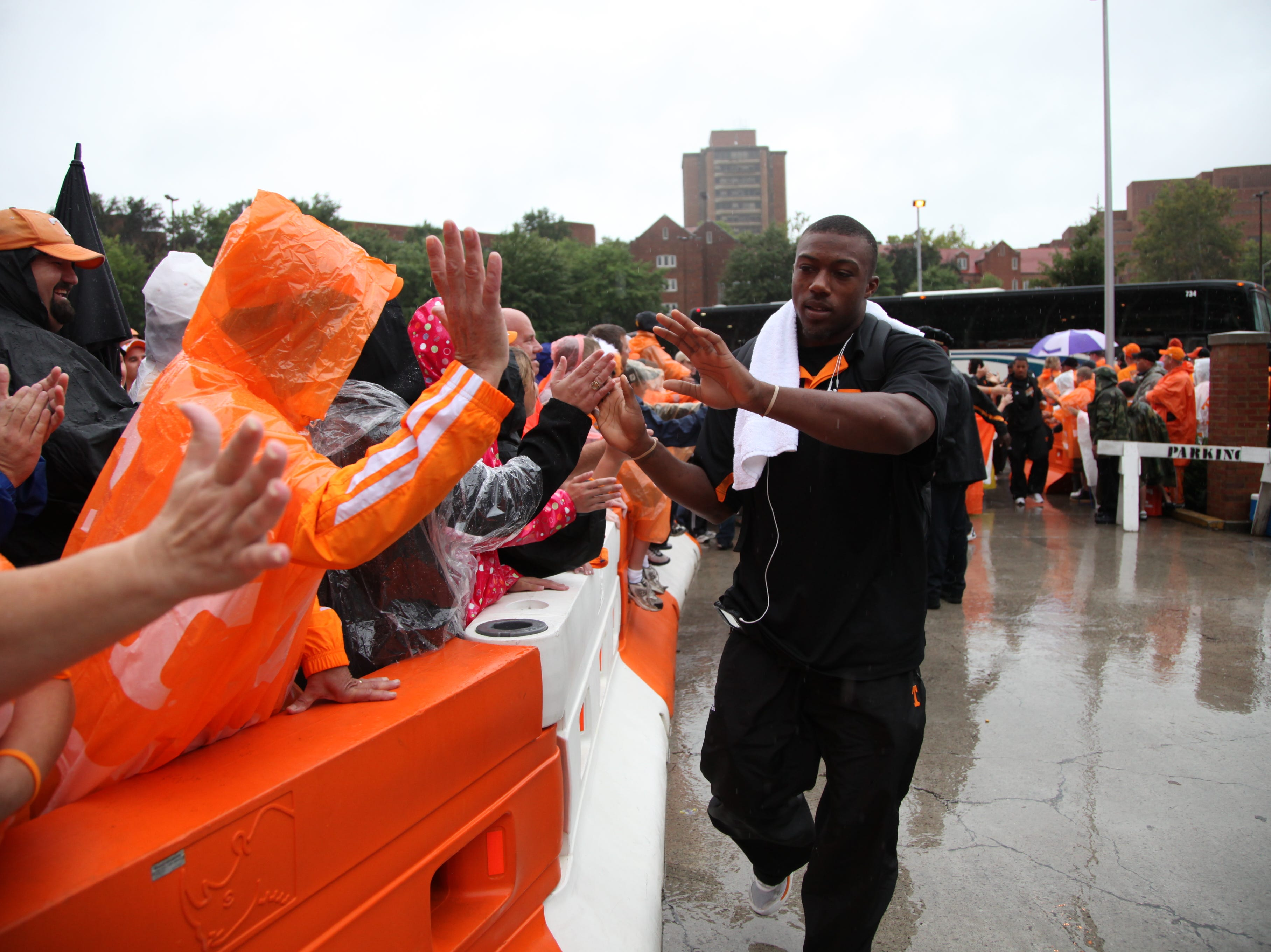Tennessee safety Eric Berry greets fans after arriving by bus for the Ohio University game at Neyland Stadium on Saturday, Sept. 26, 2009. The Vol Walk was rained out.