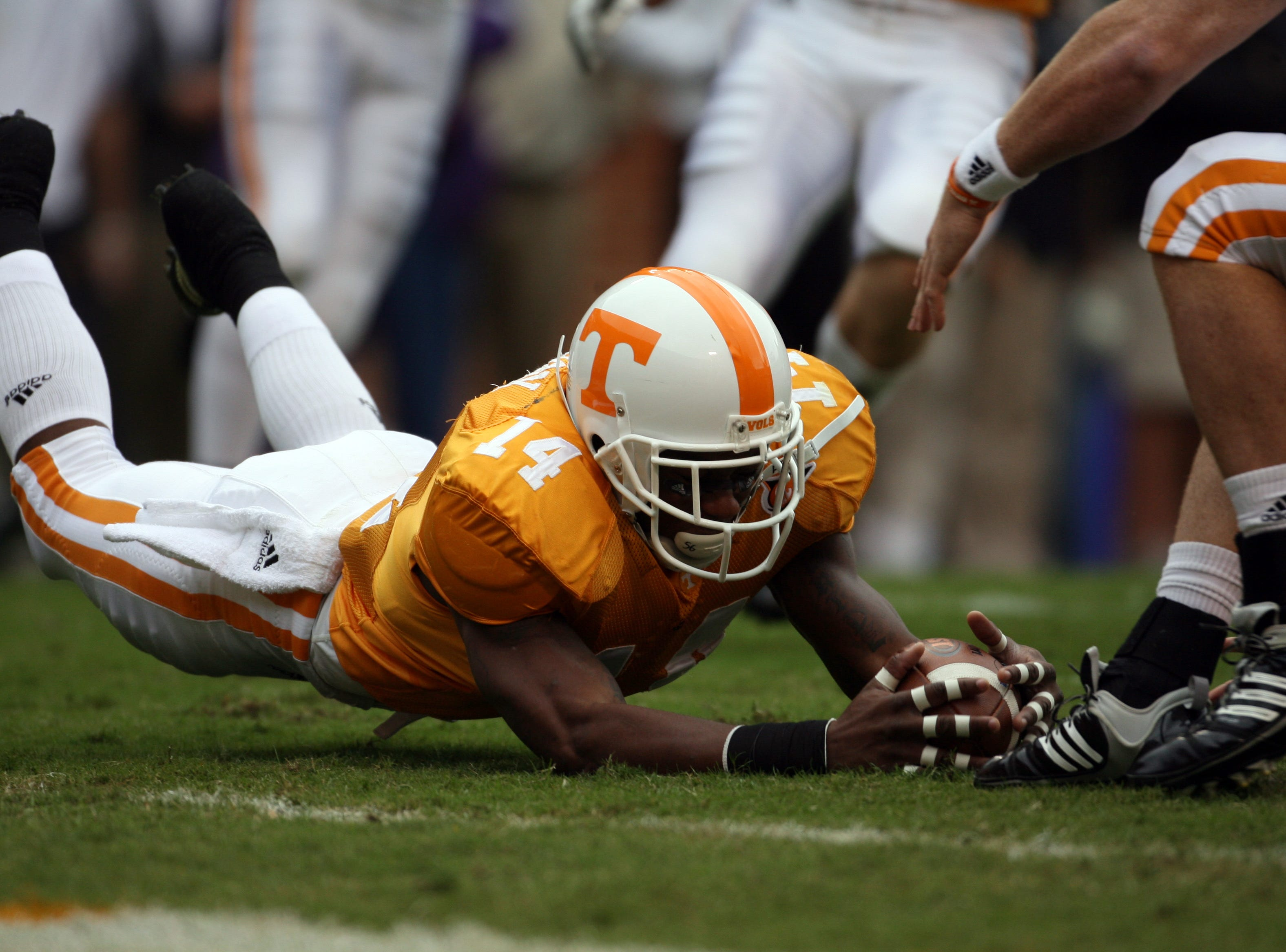 Tennessee cornerback Eric Berry (14) grounds a punt on the Georgia one yard line on Saturday, Oct. 10, 2009 at Neyland Stadium.