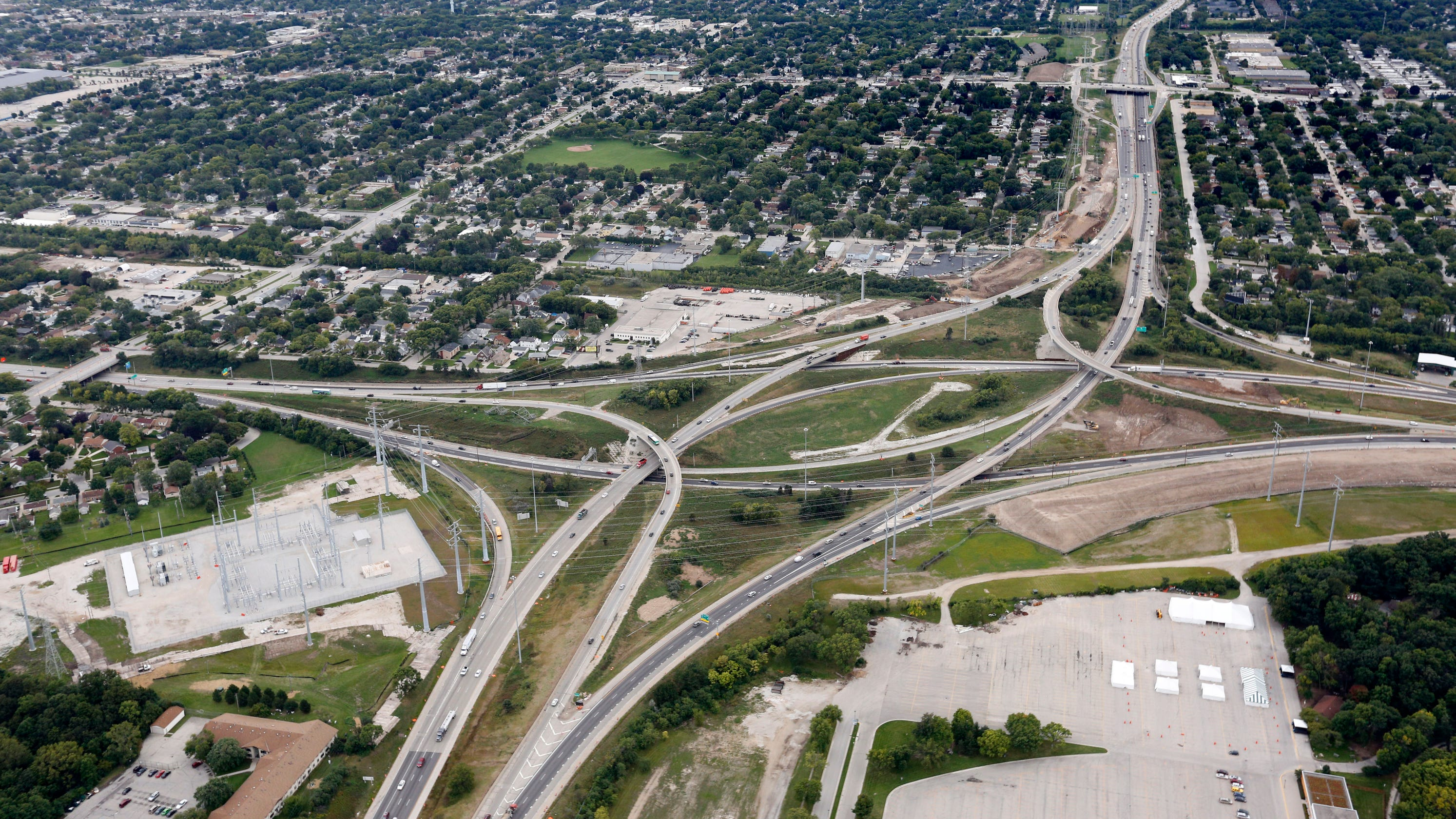 Wisconsin DOT knowingly overpays on Milwaukee\'s Zoo Interchange