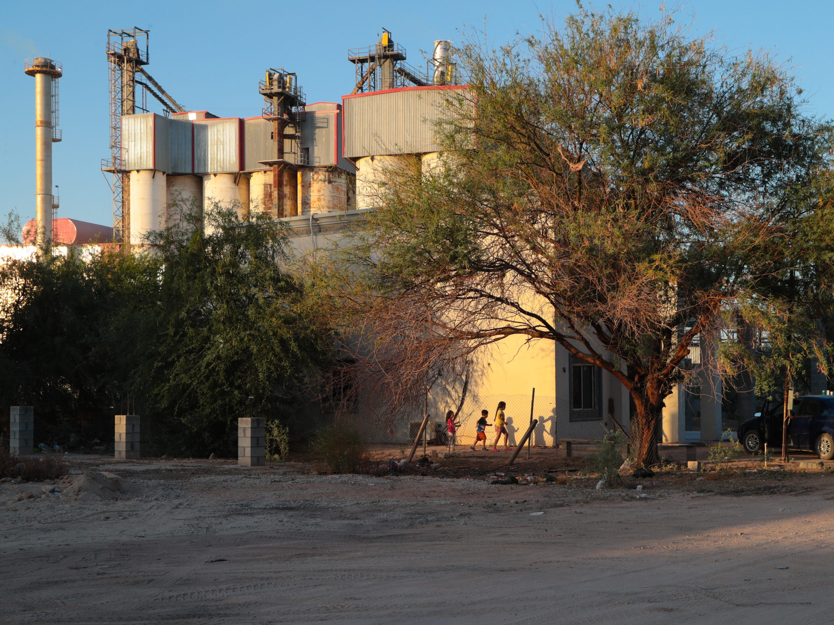 Children play outside a home in Ejido el Choropo, a neighborhood next to the Fevisa factory, just south of Mexicali.