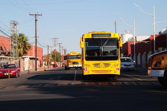 Autobuses salen del parque industrial Maran en Mexicali, donde Honeywell, Newell Rubbermaid entre otras compañías tienen sus plantas de fabricación.