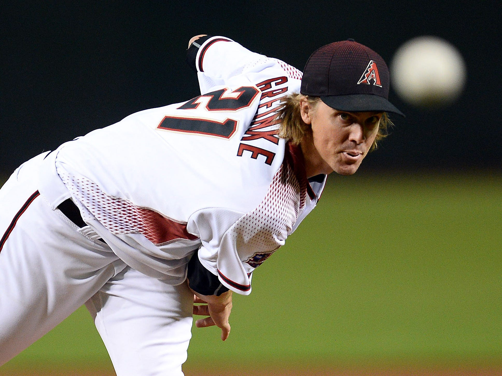 Sep 26, 2018; Phoenix, AZ, USA; Arizona Diamondbacks starting pitcher Zack Greinke (21) pitches against the Los Angeles Dodgers during the first inning at Chase Field.