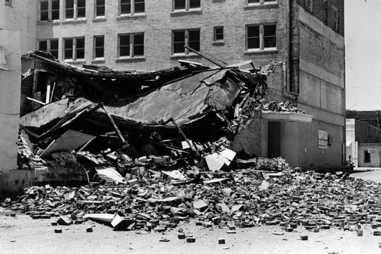 A collapsed portion of the Town House hotel in San Angelo in June 1987.