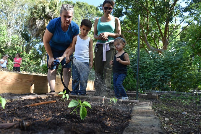 Homeschoolers learn gardening at Heathcote Botanical Gardens in Fort ...
