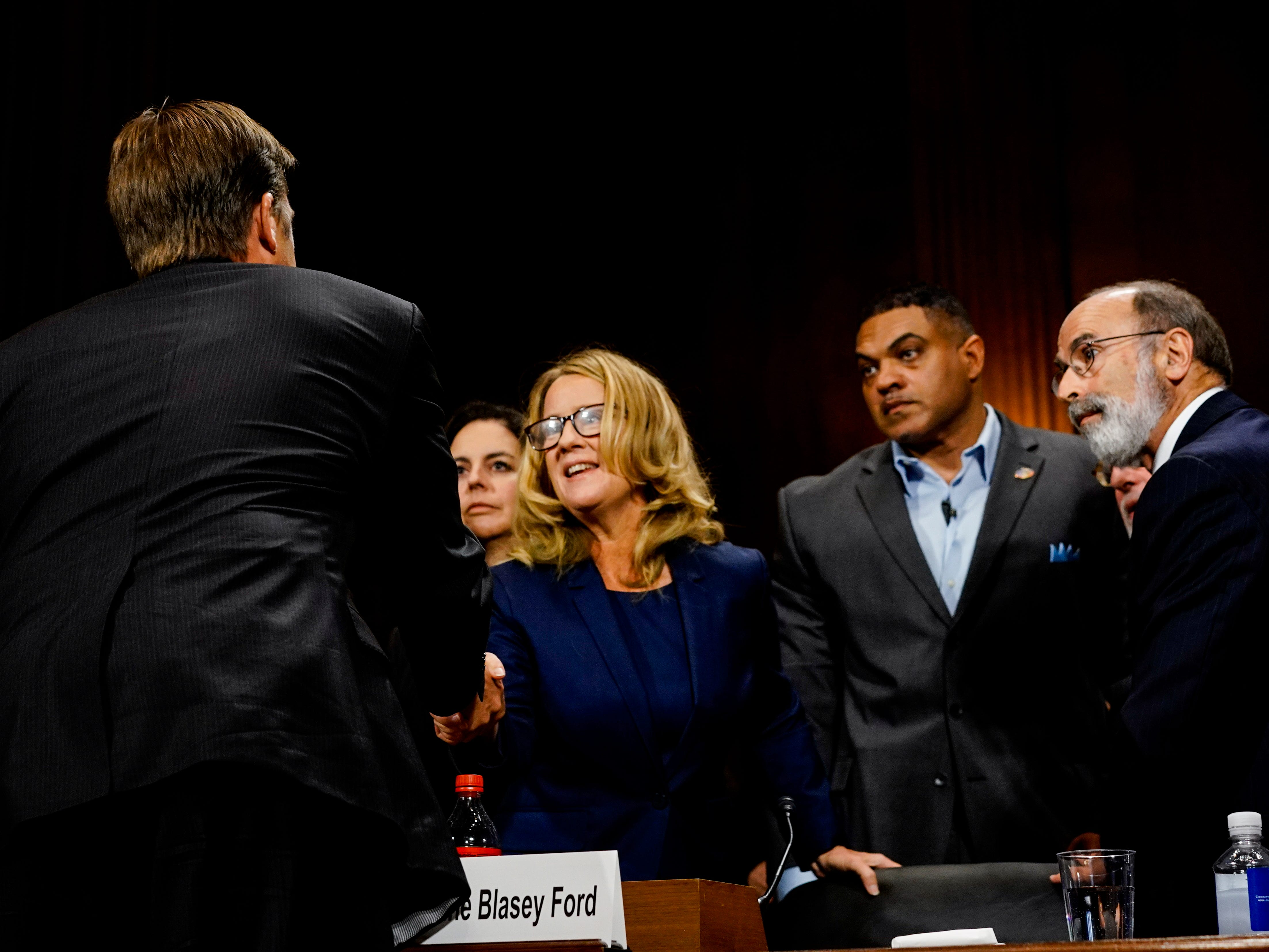 epa07051887 Christine Blasey Ford (C) is greeted by Senator Ben Sasse (C-back) during the Senate Judiciary Committee hearing on the nomination of Brett Kavanaugh to be an associate justice of the Supreme Court of the United States, on Capitol Hill in Washington, DC, USA, 27 September 2018. Others are not identified. US President Donald J. Trump's nominee to be a US Supreme Court associate justice Brett Kavanaugh is in a tumultuous confirmation process as multiple women have accused Kavanaugh of sexual misconduct.  EPA-EFE/MELINA MARA / POOL ORG XMIT: 132.0.1344537107