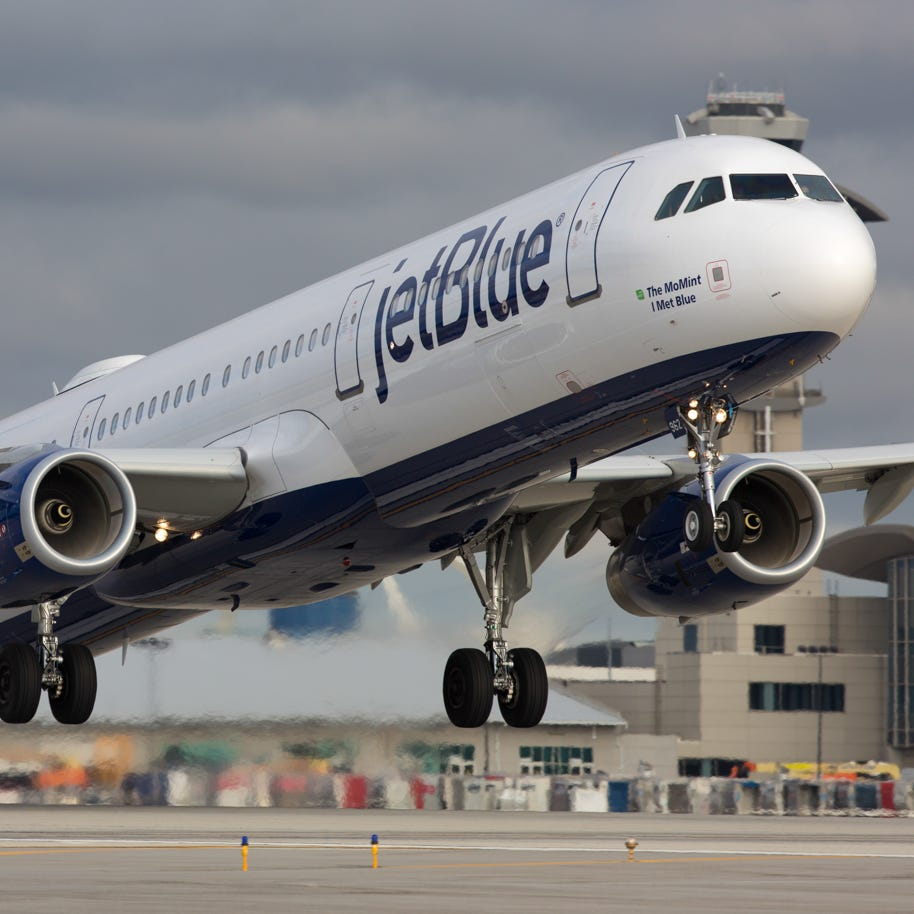 A JetBlue Airbus A321  takes off from Los Angeles International Airport in March 2017.