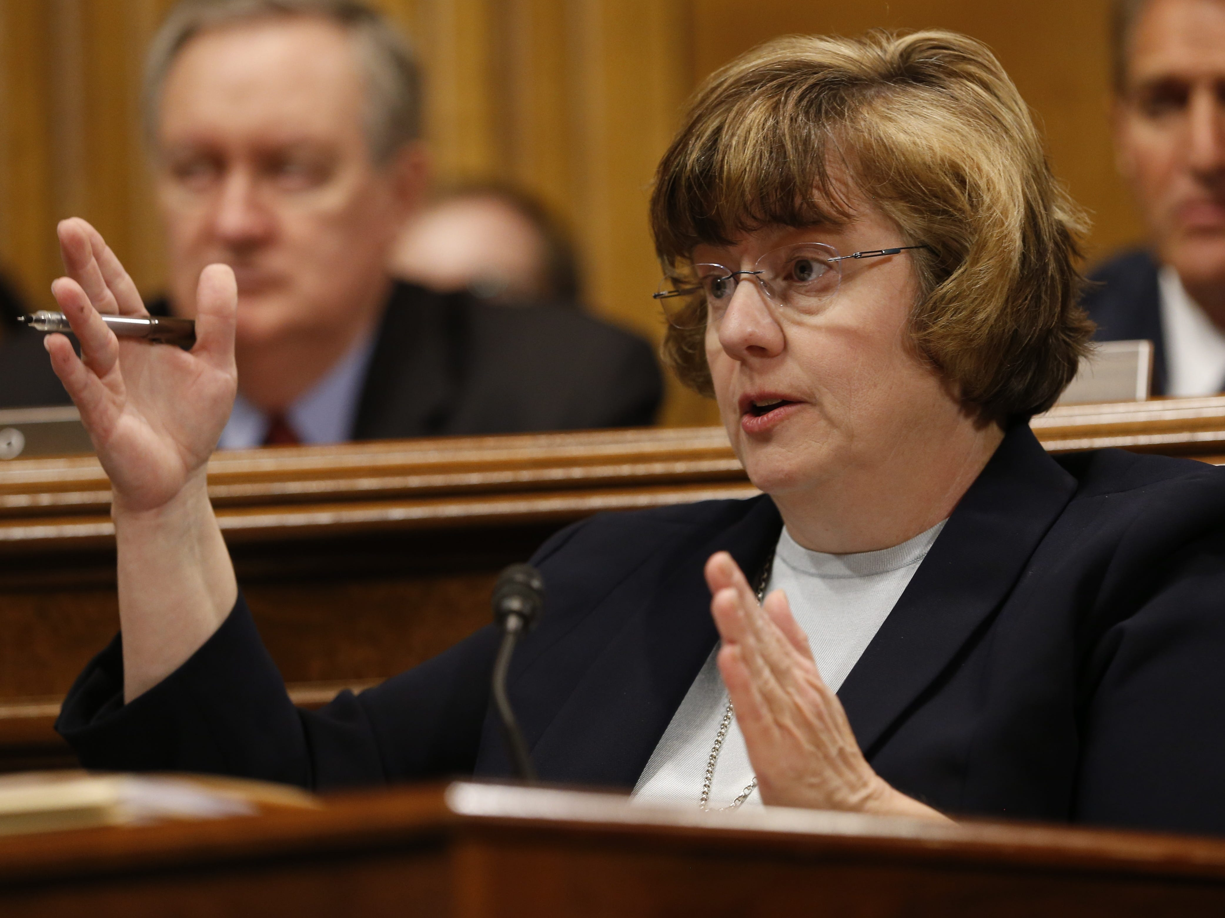 epa07051301 Republican prosecutor Rachel Mitchell asks questions to Dr. Christine Blasey Ford (unseen) at the Senate Judiciary Committee hearing on the nomination of Brett Kavanaugh to be an associate justice of the Supreme Court of the United States, on Capitol Hill in Washington, DC, USA, 27 September 2018. US President Donald J. Trump's nominee to be a US Supreme Court associate justice Brett Kavanaugh is in a tumultuous confirmation process as multiple women have accused Kavanaugh of sexual misconduct.  EPA-EFE/MICHAEL REYNOLDS ORG XMIT: MRX025