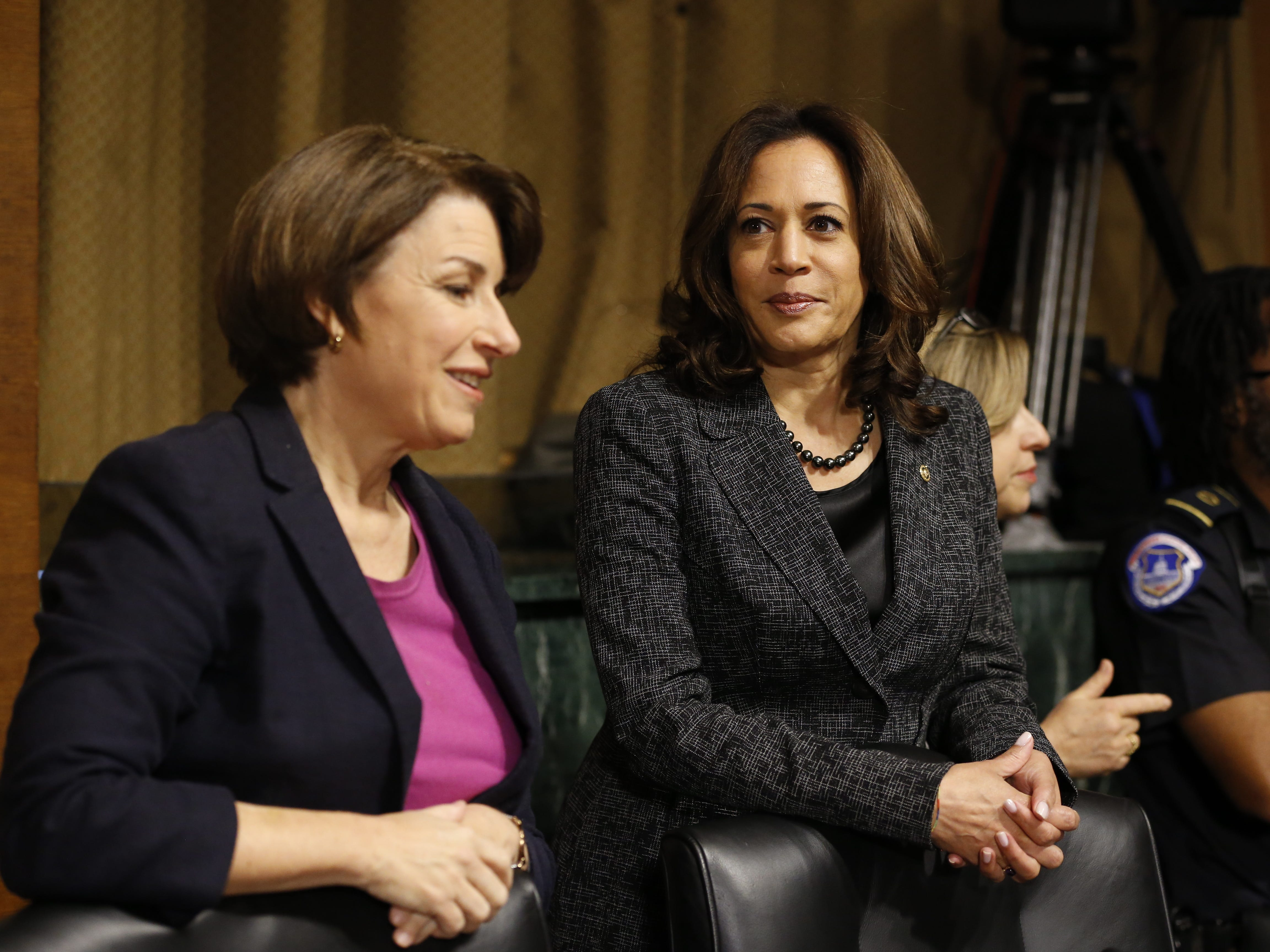 epa07051027 Senators Amy Klobuchar (D-MN)  and Kamala Harris (D-CA) speak before the  Senate Judiciary Committee hearing on the nomination of Brett Kavanaugh to be an associate justice of the Supreme Court of the United States, on Capitol Hill in Washington, DC, USA, 27 September 2018. US President Donald J. Trump's nominee to be a US Supreme Court associate justice Brett Kavanaugh is in a tumultuous confirmation process as multiple women have accused Kavanaugh of sexual misconduct.  EPA-EFE/MICHAEL REYNOLDS ORG XMIT: MRX05