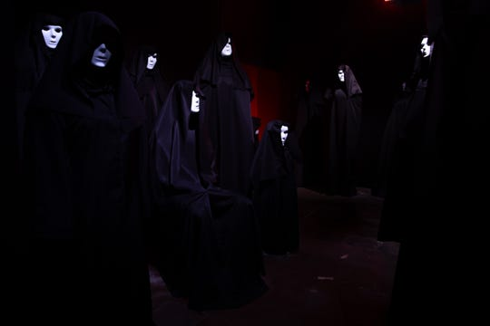 "Which one is a human? That's part of what makes this ""Hell Fest"" maze in Fright Fest scary."