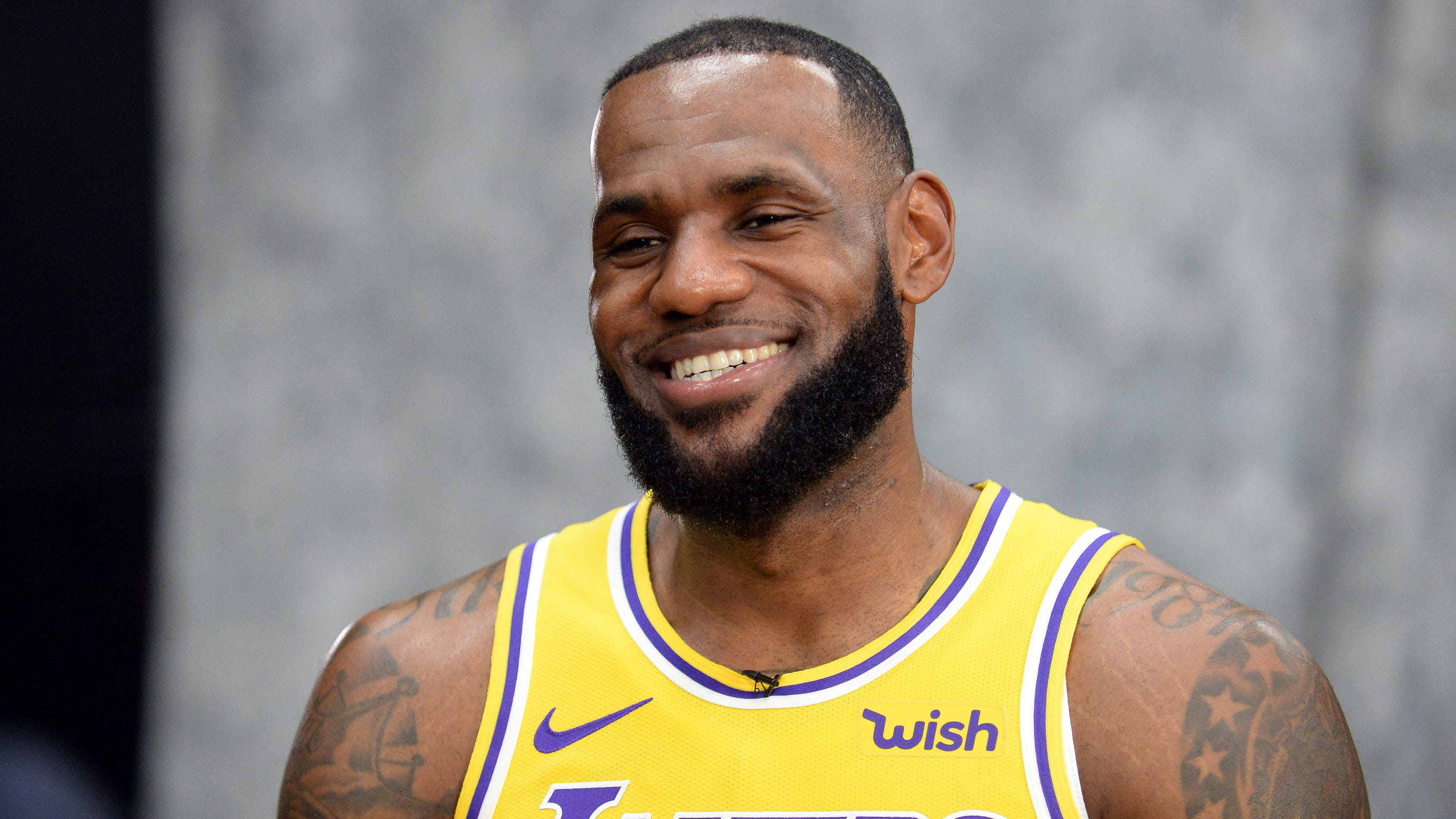 b66e5a812b5 LeBron James takes Lakers media to task