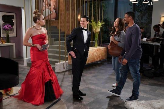 "Peyton List, Felix Mallard, Amber Stevens West and Damon Wayans, Jr on ""Happy Endings."