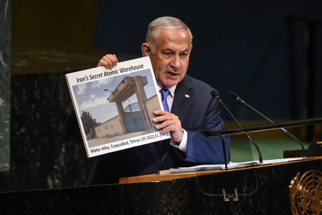Benjamin Netanyahu shows a placard of a suspected Iranian atomic site.