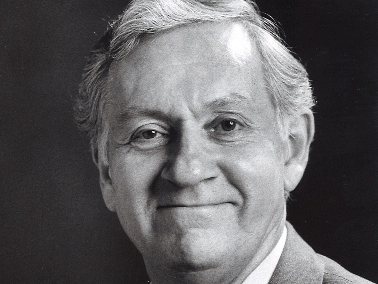 Longtime Courier Journal critic Dudley Saunders. 1987 photo.