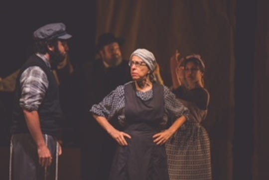 """Fiddler on the Roof"" in Yiddish"
